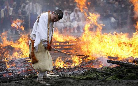 Shugendo là một tôn giáo độc đáo pha trộn của những niềm tin trong Phật giáo cùng với sự khổ hạnh, luyện tập ẩn cư trên núi, tập trung vào rèn luyện tinh thần và nhận thức của bản thân.